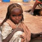 Dziewczynka przy studni glebinowej, okolice Bahai, Czad